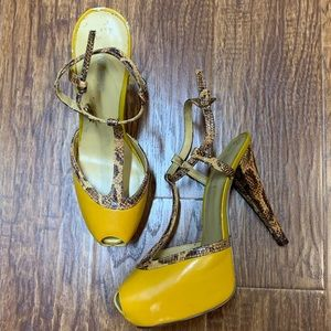 Nine West mustard snake print trim heels shoes 6